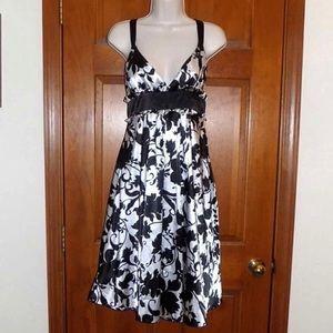 Pretty black and white pearlescent 👗 dress 12